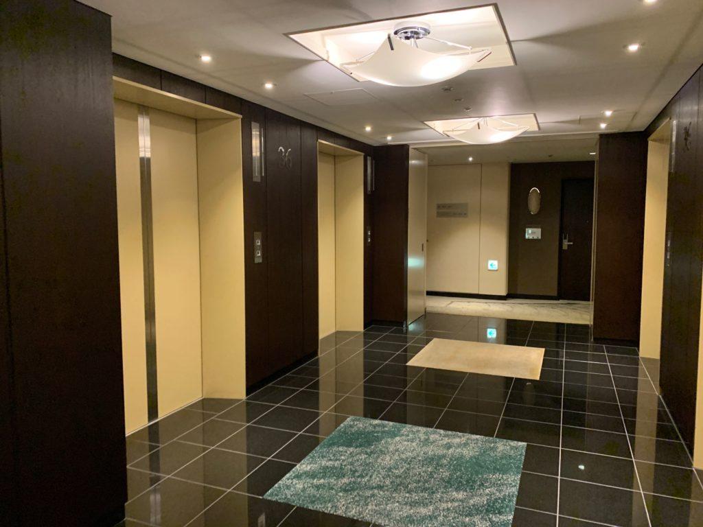 ザ ロイヤルパークホテル アイコニック 東京汐留の宿泊フロアのエレベーターホール