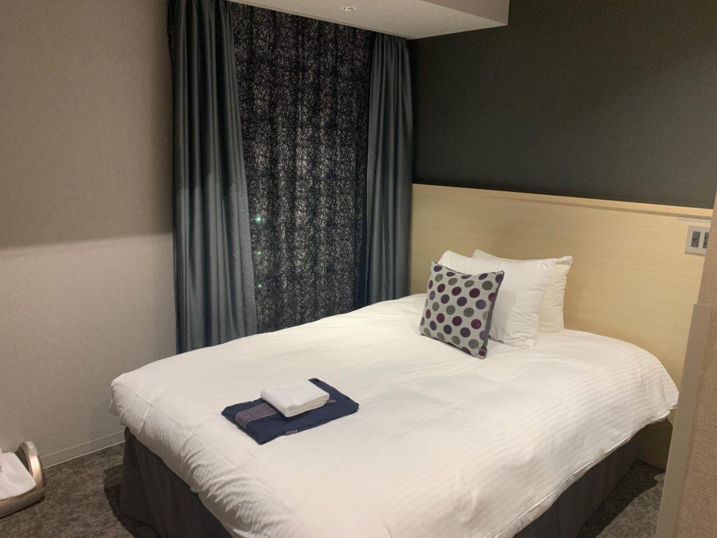 銀座  露天の湯  日和ホテル東京銀座EASTの客室のダブルベッド