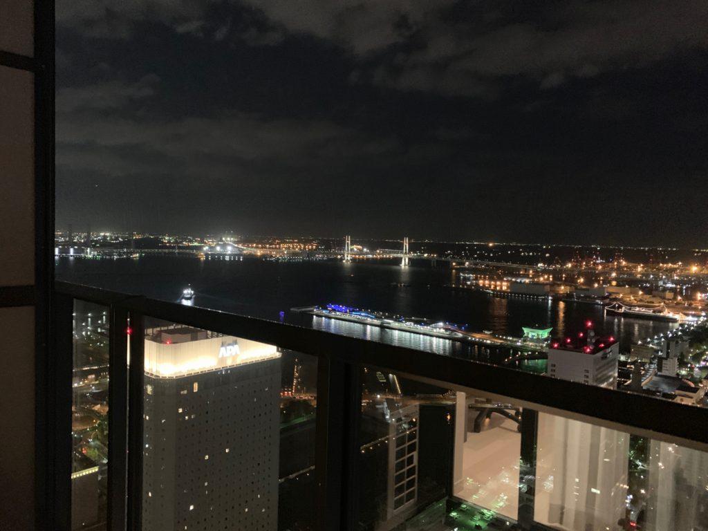 オークウッドスイーツ横浜の客室(スタジオ デラックス ベイビュー ツイン)からの眺望
