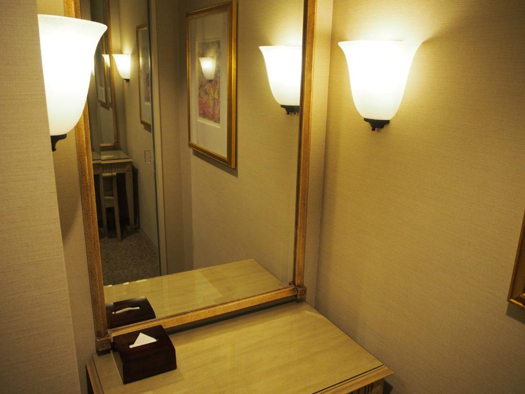 横浜ロイヤルパークホテル『コーナーツインルーム』ドレッサー