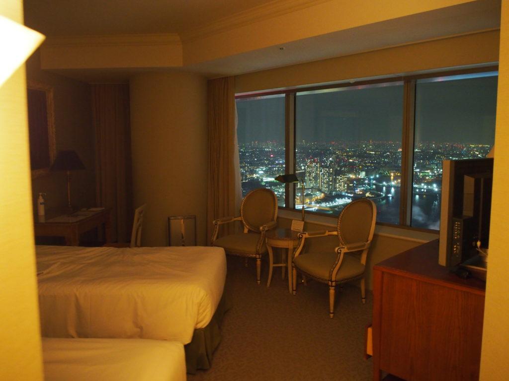 横浜ロイヤルパークホテル『コーナーツインルーム』の室内