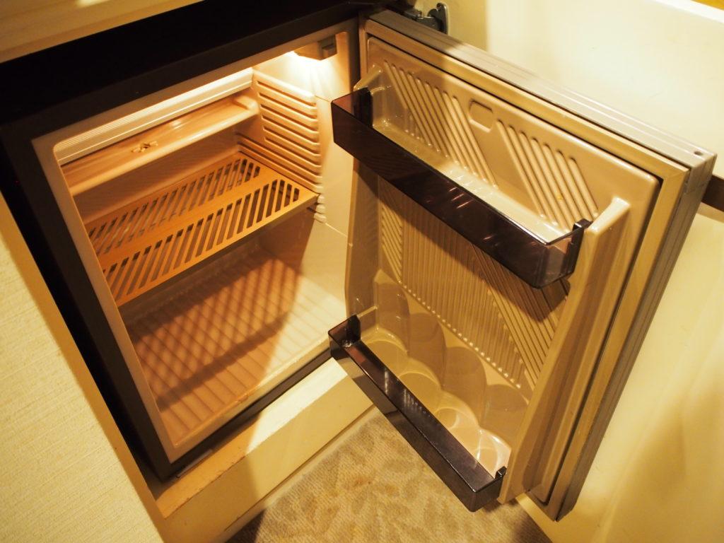 横浜ロイヤルパークホテル『コーナーツインルーム』の冷蔵庫