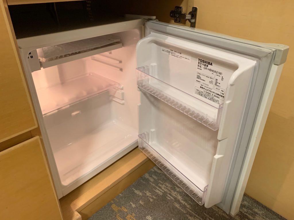 赤坂エクセルホテル東急のスーペリアダブル客室内の冷蔵庫
