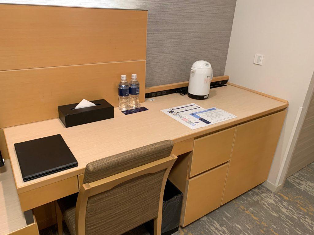 赤坂エクセルホテル東急のスーペリアダブル客室のデスクスペース