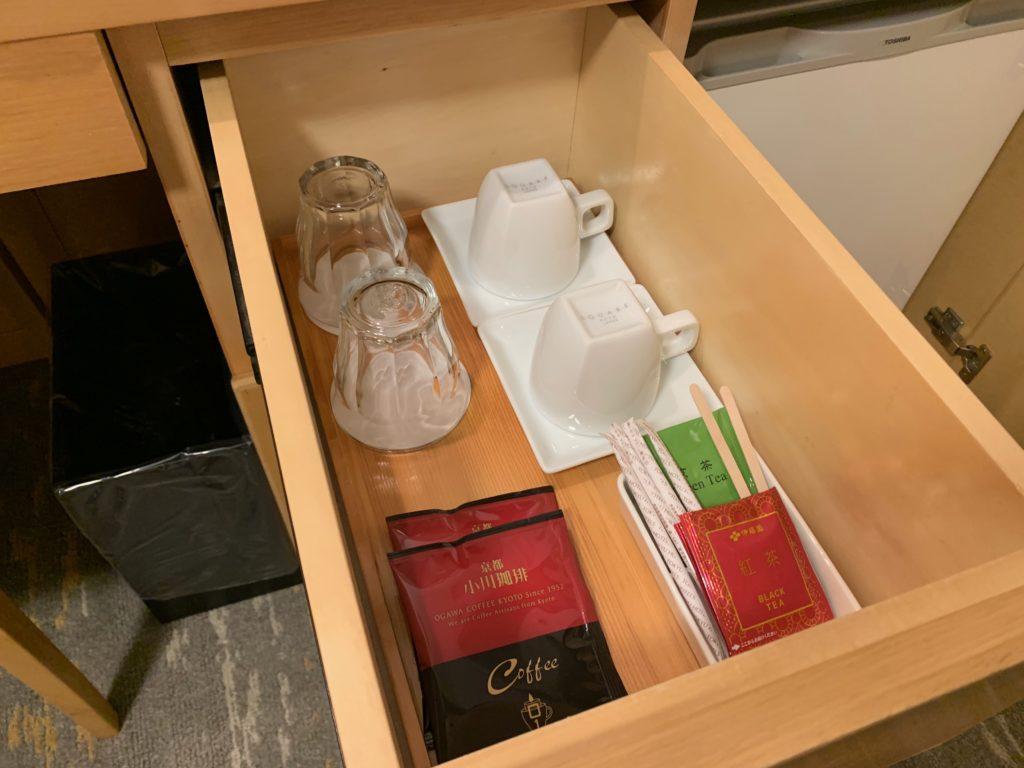 赤坂エクセルホテル東急のスーペリアダブル客室内のティーセット