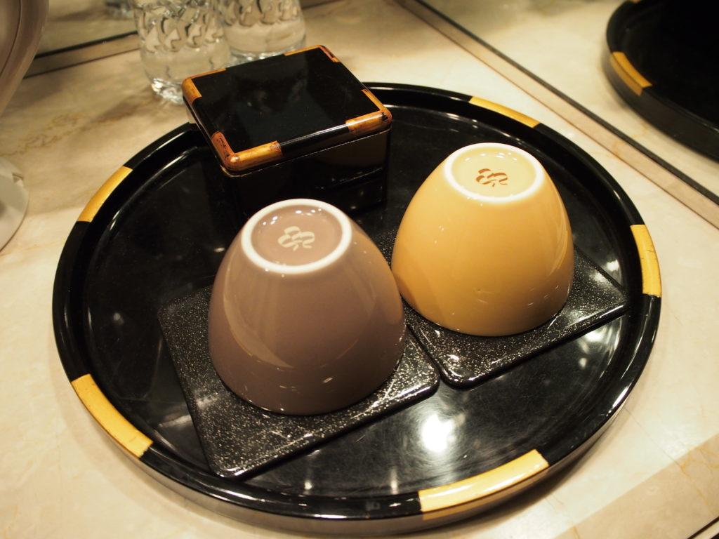 横浜ロイヤルパークホテル『コーナーツインルーム』の湯飲み