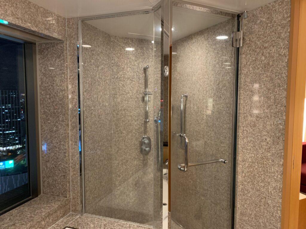 セルリアンタワー東急ホテルのコーナーキングルームのビューバスのシャワールーム