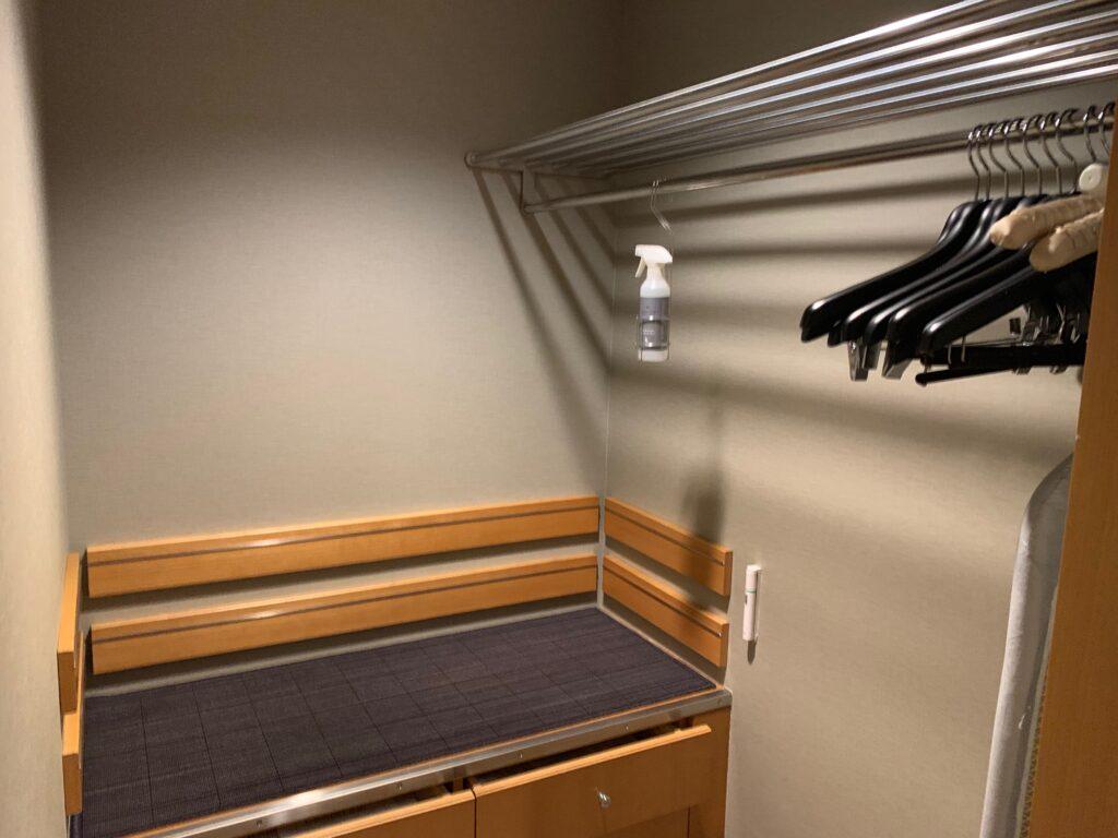 セルリアンタワー東急ホテルのコーナーキングルームのクローゼット