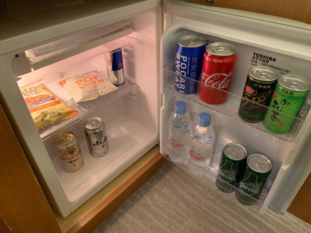セルリアンタワー東急ホテルのコーナーキングルームの冷蔵庫(ミニバー)
