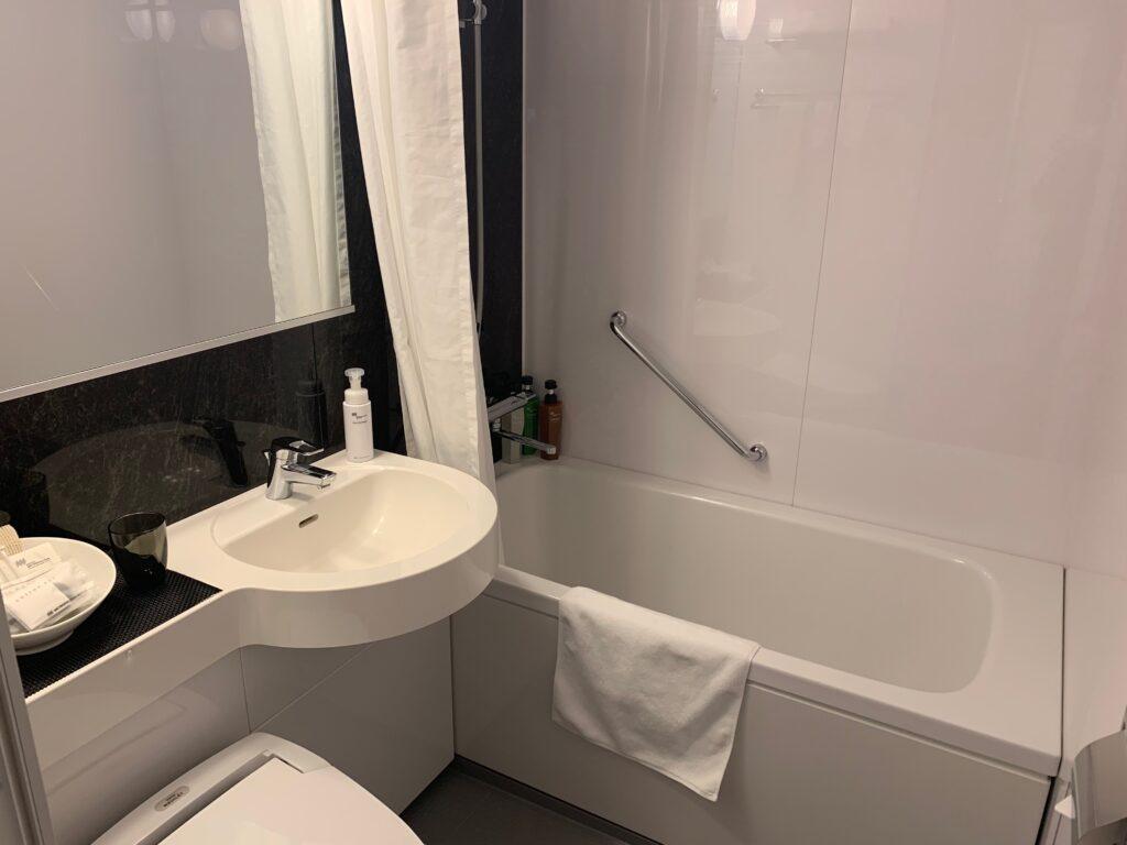 ホテルメトロポリタンさいたま新都心のスーペリアダブル(19㎡)のバスルーム