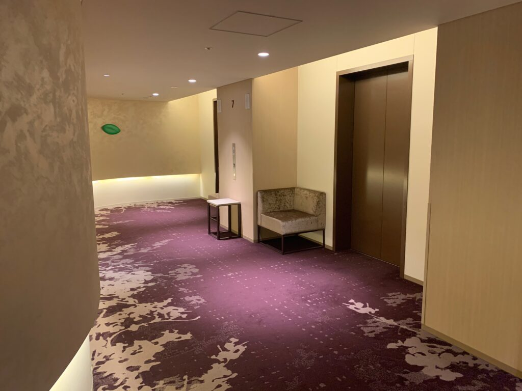 ホテルメトロポリタンさいたま新都心の客室フロアエレベーターホール