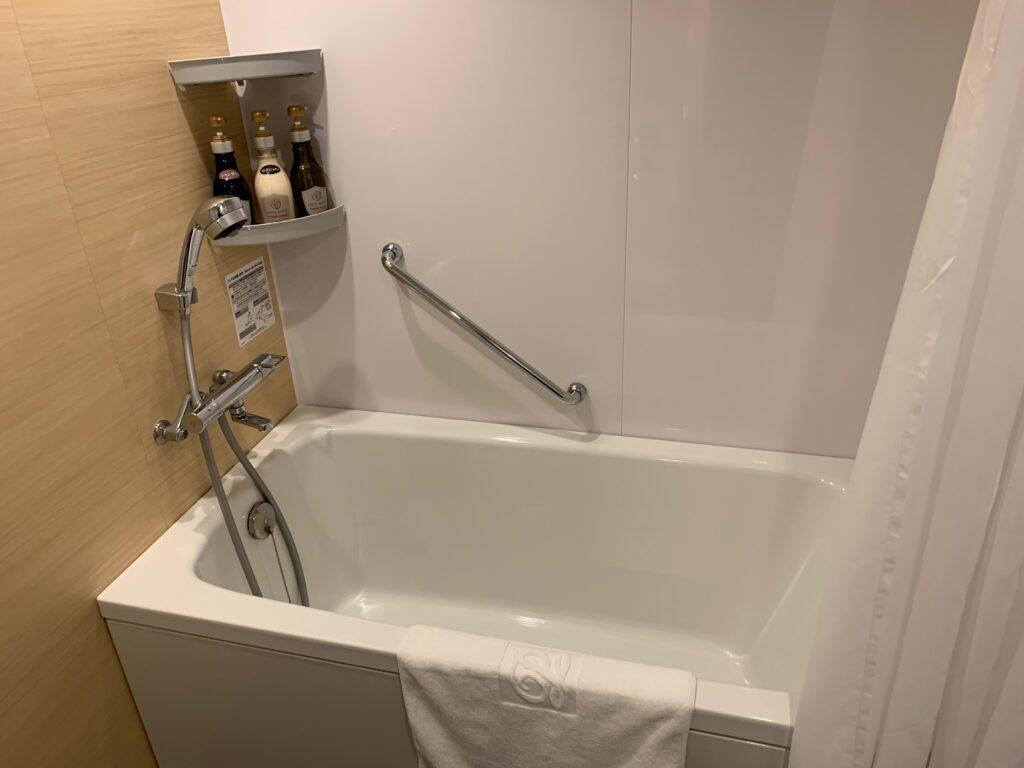 新宿プリンスホテル『デラックスダブル(30.6㎡)』のバスルーム