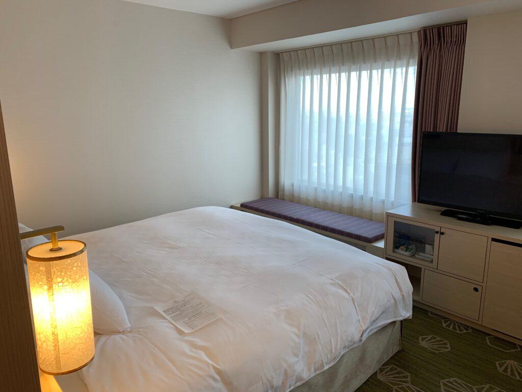 新宿プリンスホテル『デラックスダブル(30.6㎡)』のベッド