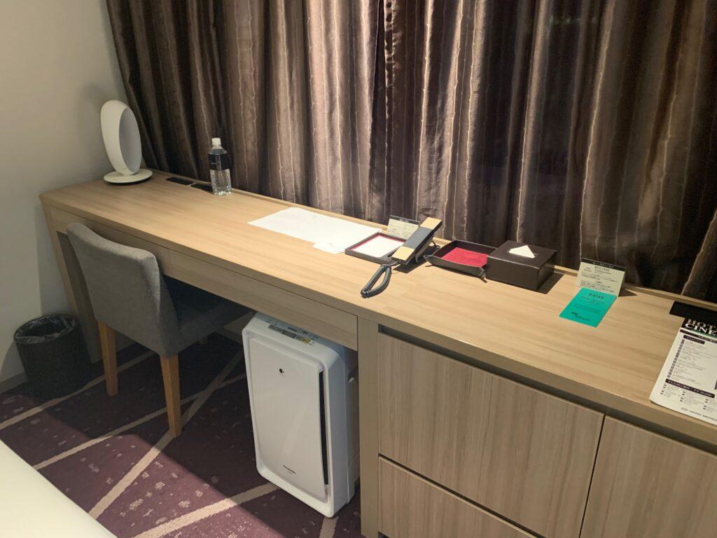 ホテルメトロポリタンさいたま新都心のスーペリアダブル(19㎡)のデスクスペース